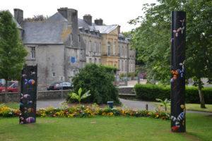 Jardin Anne Heinis avec l'Hôtel de Beaumont en arrière plan