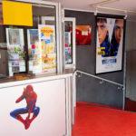 Hall d'entrée du cinéma le Trianon