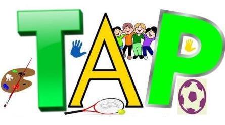 """Logo """"TAP"""" avec dessins de ballon de football, raquette de tennis, palette de peinture, et un groupe d'enfants souriants"""