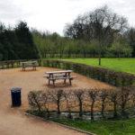 Tables et bancs au Parc des Cordeliers